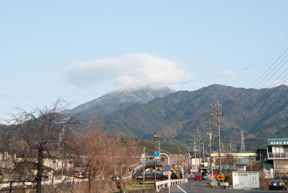久々に見えた恵那山は...