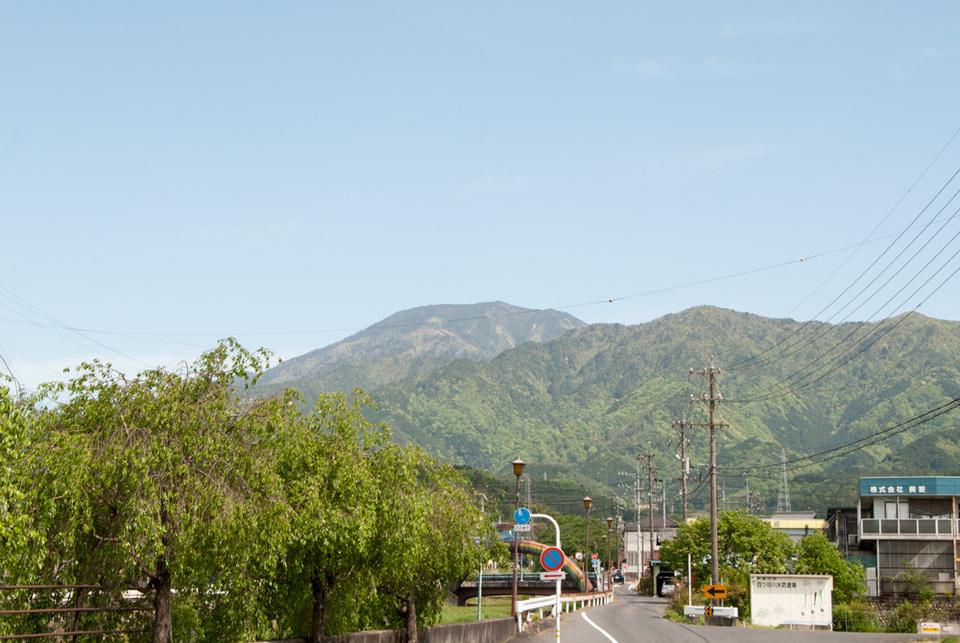 きれいな青空と恵那山