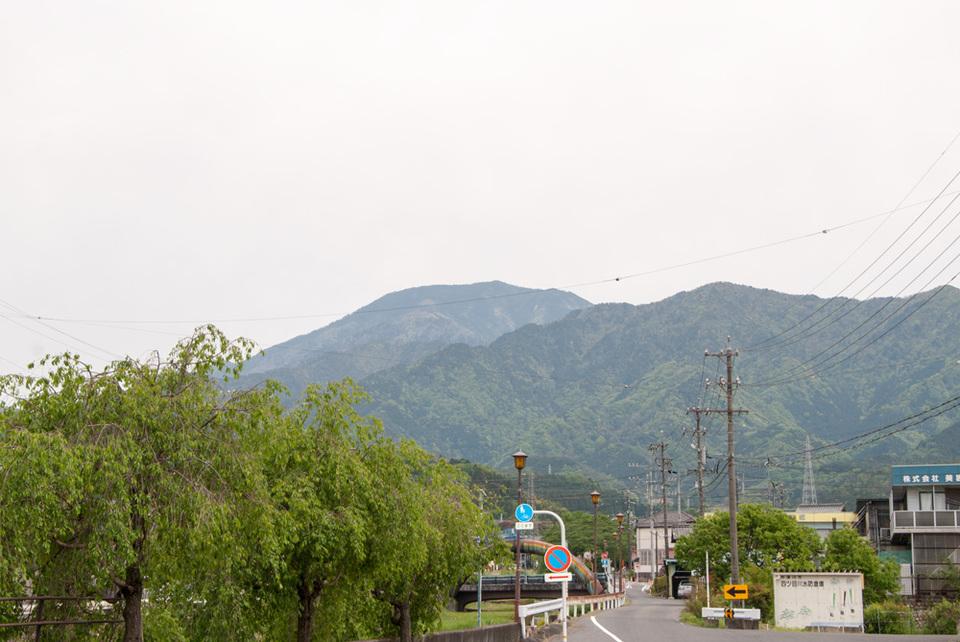 曇り空でも恵那山見えています