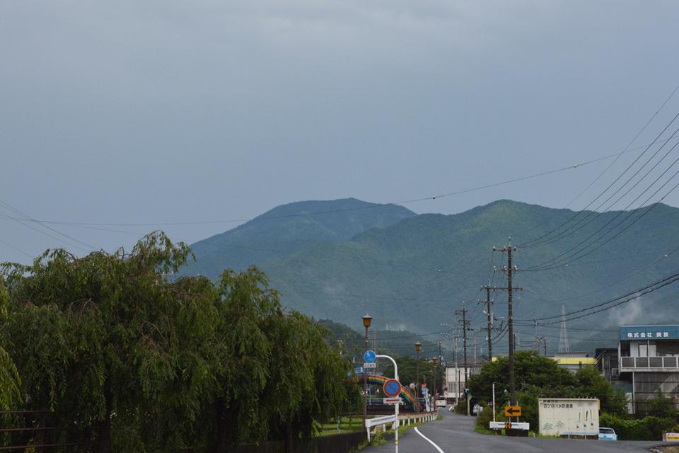 どしゃ降り後の恵那山