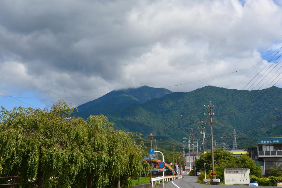 恵那山近くに暗い雲が... border=