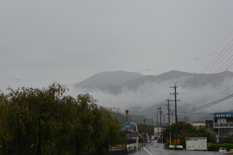 雨の中の恵那山