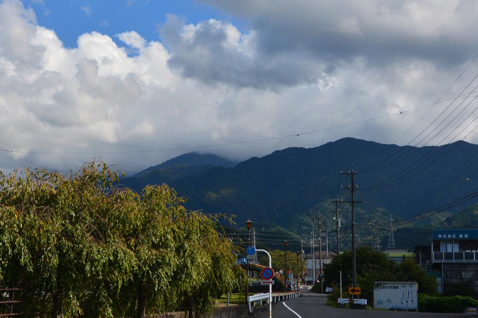 恵那山は雲に隠れていますが...