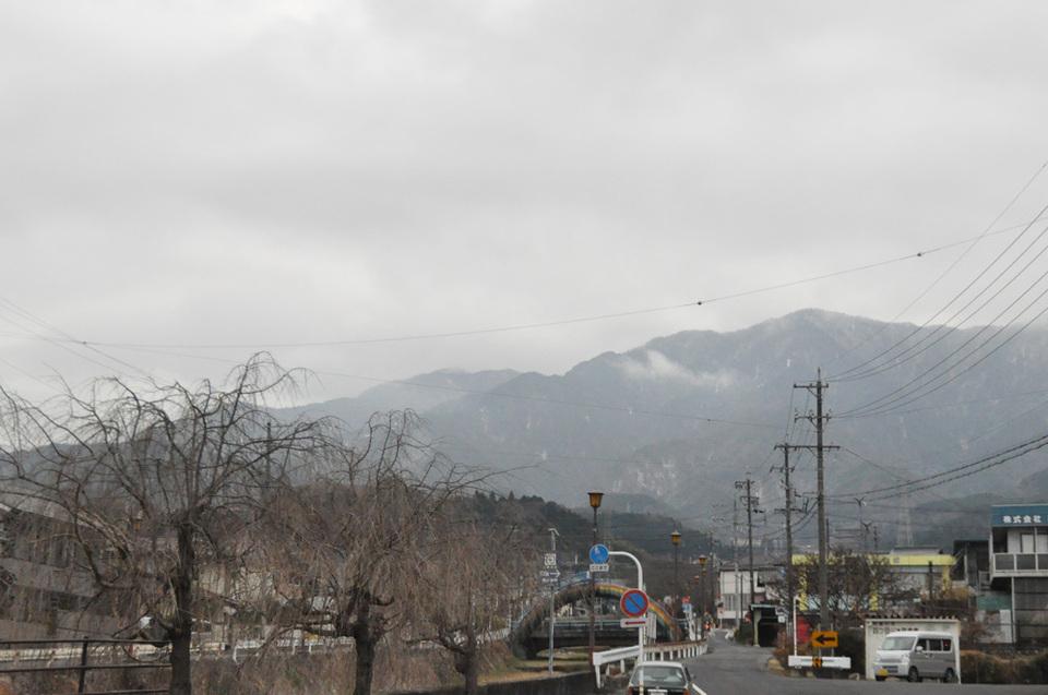 冷たい小雨がパラパラと