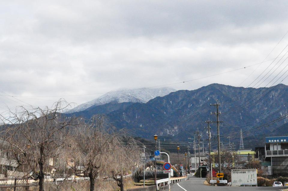 山頂は雲に隠れていますが... border=