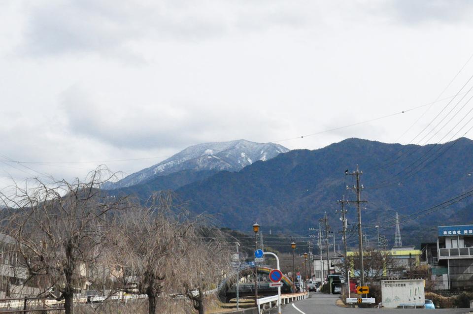 曇り空でも恵那山見えます!