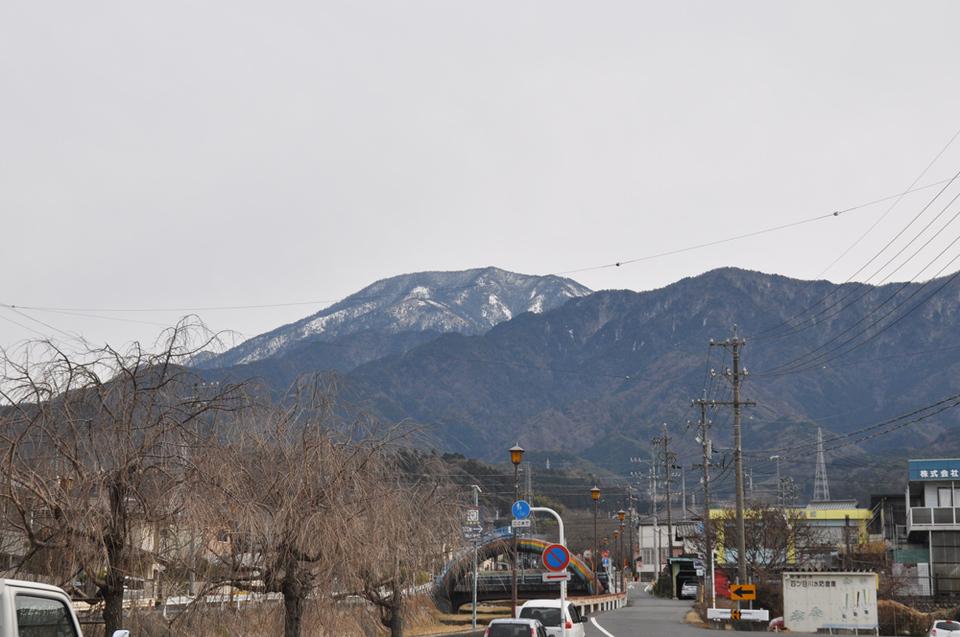 曇り空でも恵那山見えてます