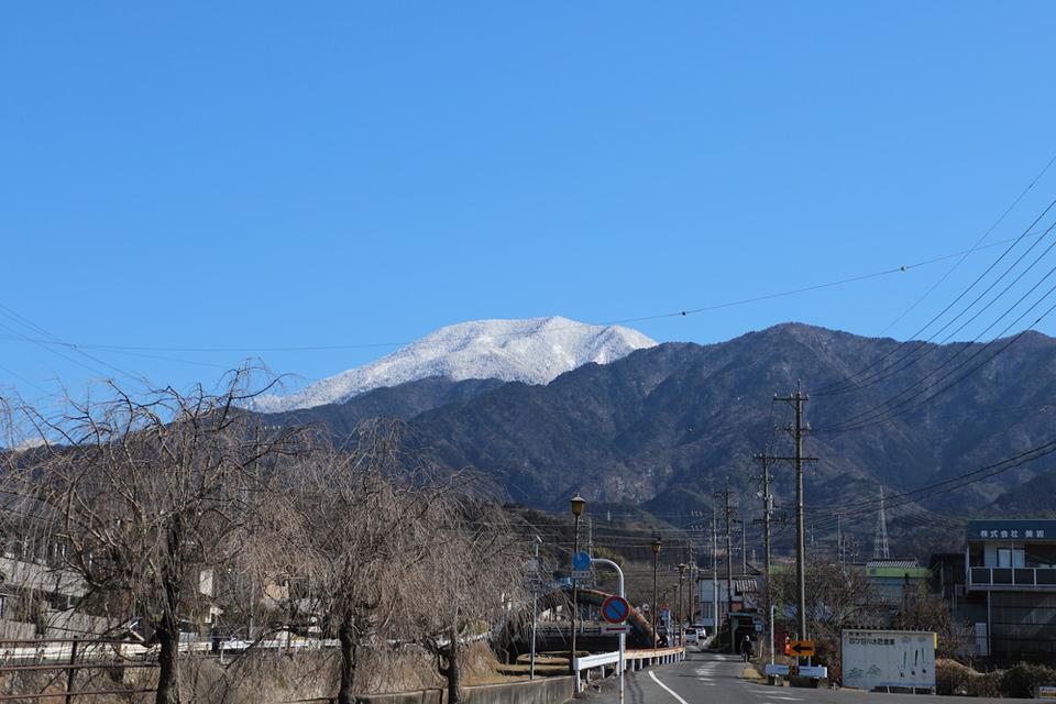 きれいな青空と雪化粧の恵那山