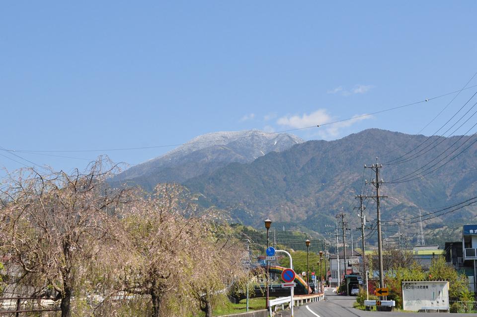 恵那山がほんのり雪化粧 border=