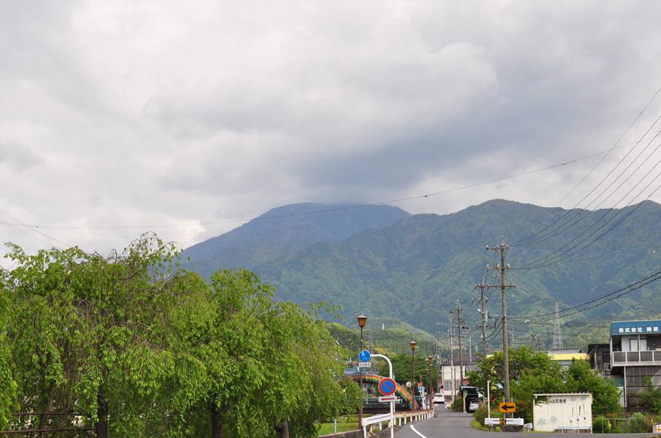曇り空ですが恵那山見えます!