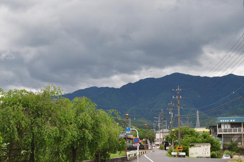 恵那山だけきれいに見えません。
