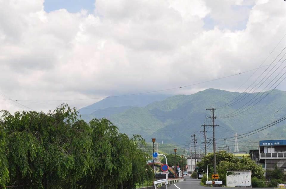 恵那山方面は曇り空