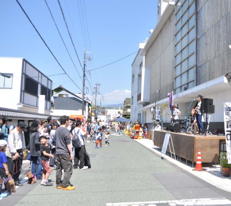 【7月の六斎市】7月7日は七夕六斎市。ヨアケマエストリートライブも熱い!! border=