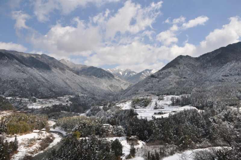 付知峡の雪景色 奥の山は奥三界か? border=