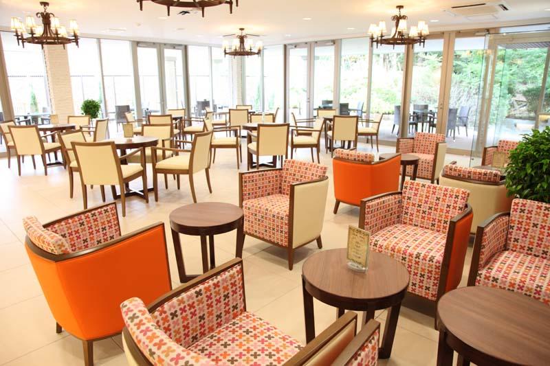 【パルティールプラス Plus Café】平日のスイーツタイムは、洗練されたな空間で大人のひとときを。