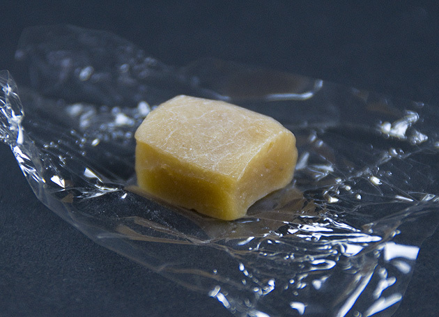 【中津川の栗菓子】日本初!栗きんとん餡で作った「やわらか栗飴」。 border=