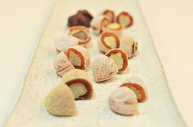 【中津川 季節のお菓子】見た目も味もほっこり。中津川の「干し柿と栗きんとん」。 border=