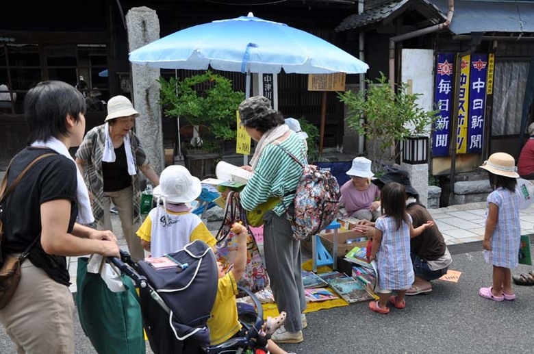 【8月の六斎市】真夏のイベントは暑くて熱い!スイーツと音楽で盛り上がる!! border=