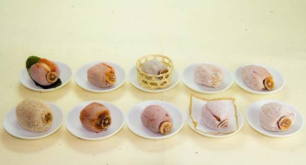 【にぎわい特産館】中津川の冬栗きんとん「干し柿と栗きんとん」を販売しています。 border=