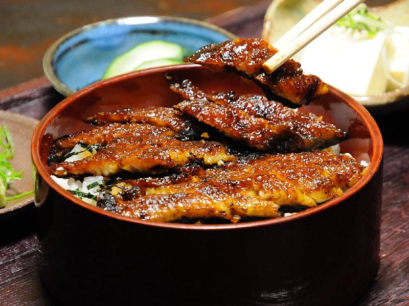 【おいしいお昼ごはん 季節料理と鰻の末廣】4杯目までおいしいひつまぶし。 border=