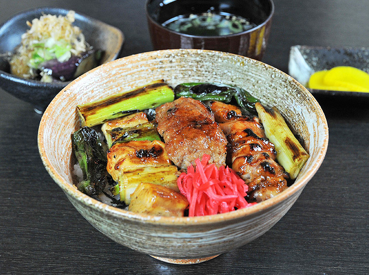 【おいしいお昼ごはん とりやす】こだわりは地元産鶏肉と備長炭の炭火焼