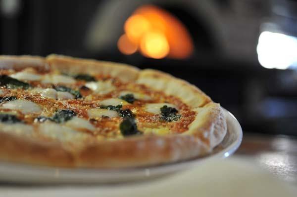 【おいしいお昼ごはん】洋食亭KISAKU。外はカリッ 中はもっちり。本格薪窯で焼くイタリアン。 border=