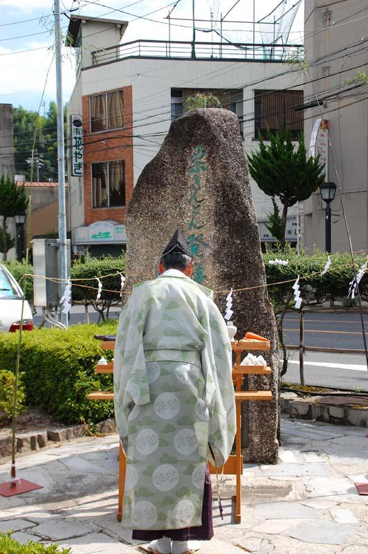 9月9日は栗節句。中津川では栗きんとん発祥の地の碑の前で・・・ border=