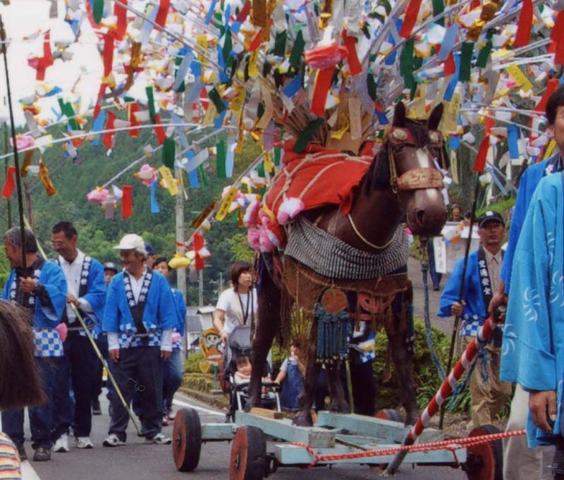 伝統の祭りと新しい舞踊。 田瀬・南宮神社 花馬祭り。