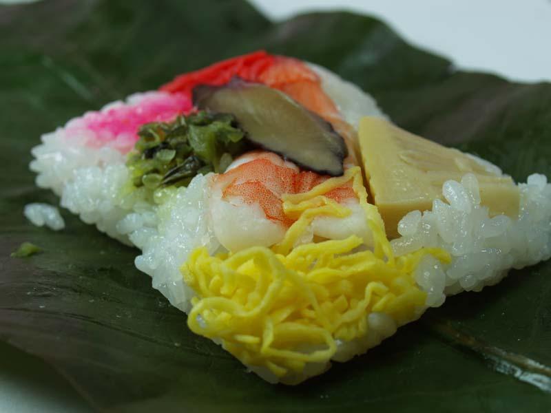 大きな葉っぱで包むとおいしい!中津川の郷土料理のご紹介です。 border=