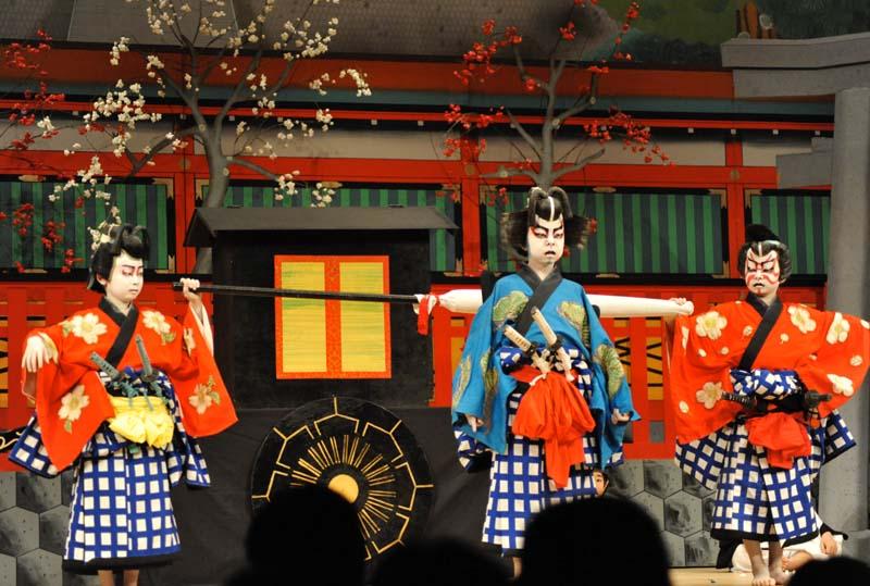 東西東西~吉例の東濃歌舞伎中津川保存会の第60回大会にございます! border=