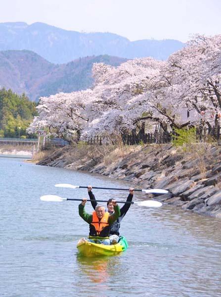 4月17日のてくてく中津川は...?中津川にカヤックのシーズンがやってきた! 坂下 椛の湖 名門カヤック大学4月12日(日)開校です。 border=
