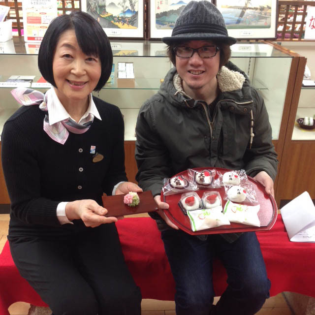 3月19日のてくてく中津川は...?中津川の雛祭りは4月3日。ただいまにぎわい特産館でひな祭りフェア開催中。 border=